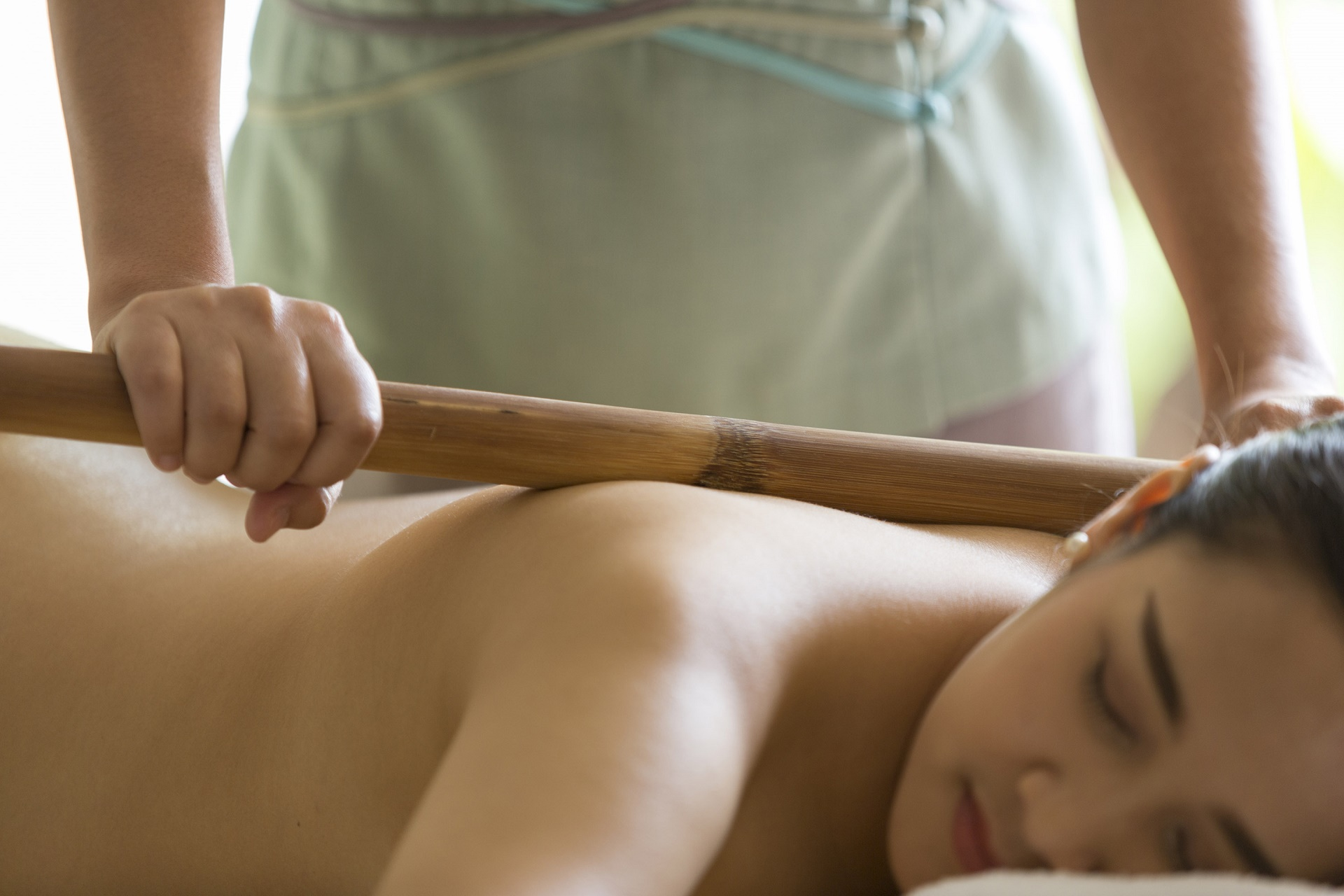 Sukhothai_ _Detail_Spa_Bamboo_Massage_ _SM
