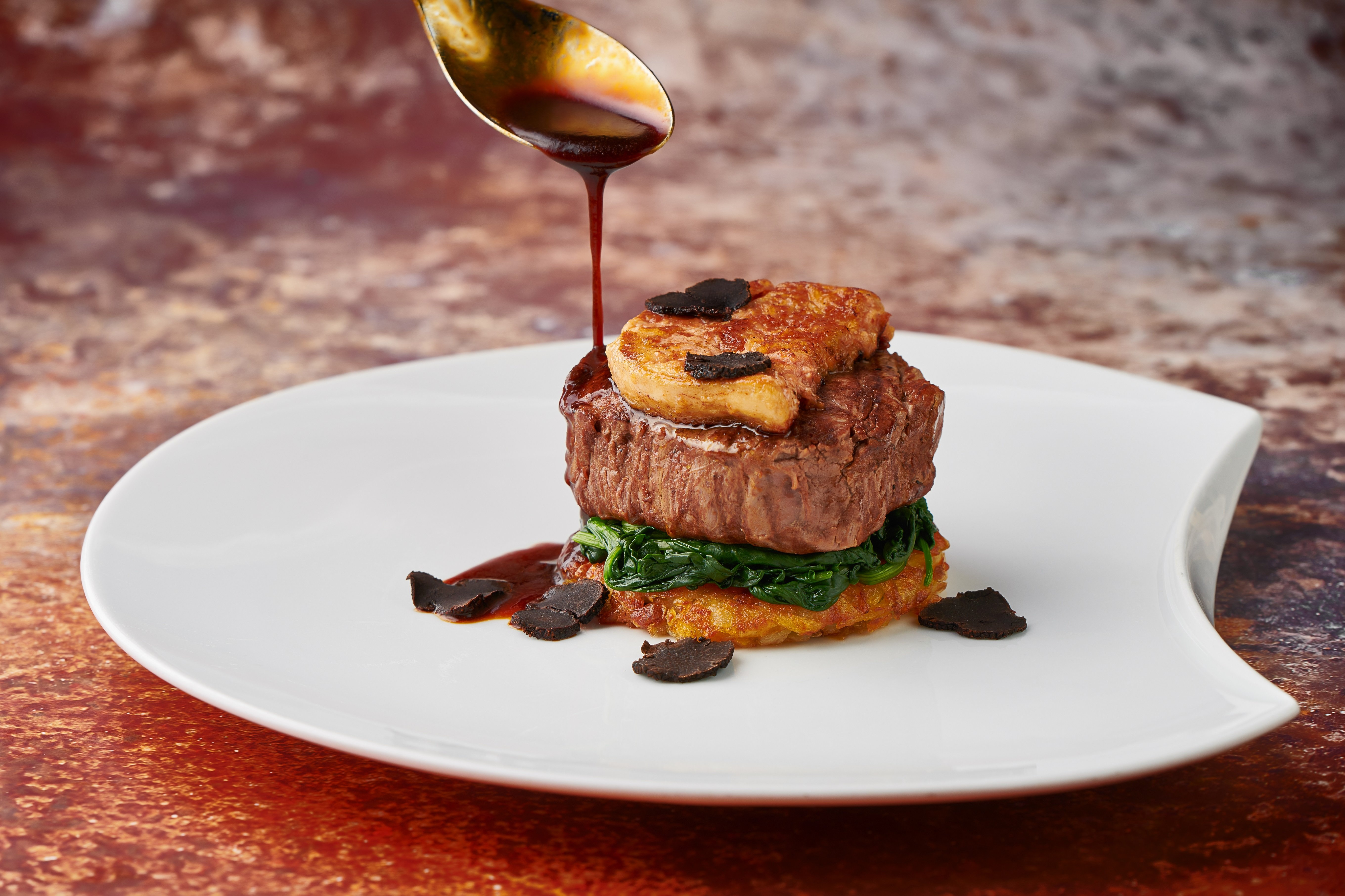 "Angus KILLARA M beef tenderloin ""alla Rossini"", rosti potato, spinach, seared duck foie gras, Yunnan black truffle, red wine sauce 罗西尼风味烤澳洲KILLARA M 牛柳,煎鸭肝,土豆饼,菠菜,云南黑松露,红酒汁"
